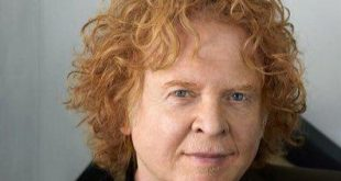 08 de junio de 1960, nace Mick Hucknall de Simply Red
